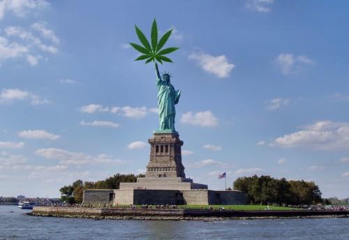 Liberty-statue-hemp-leaf
